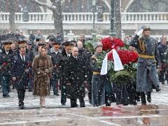 ВДень защитника Отечества Президент возложил венок кМогиле Неизвестного Солдата