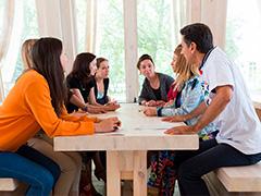 Иностранный язык как стиль жизни: на ВДНХ открывается летний Разговорный клуб