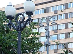 Фонарные столбы двойного назначения в центре приведут к единому стилю