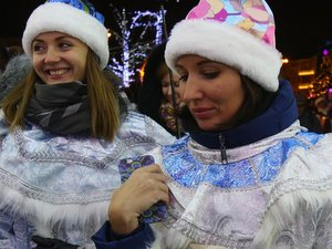 Парад Снегурочек прошёл в Москве